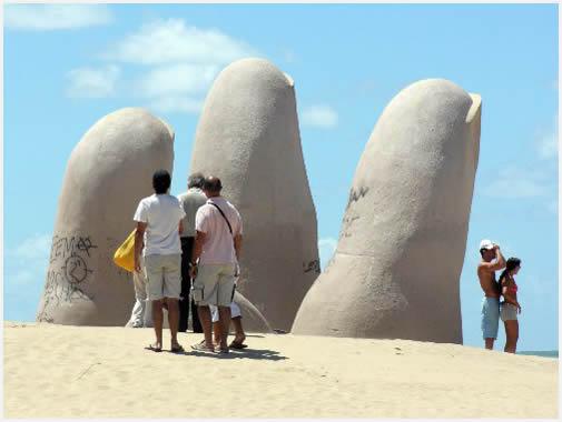 Escultura La Mano, Punta del Este