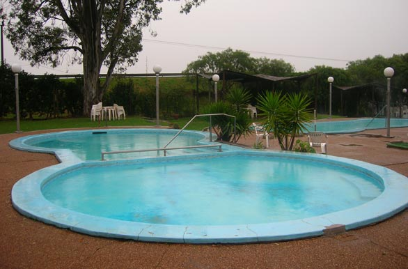 Piscina de ozono fotos de salto archivo wu 978 for Ozono para piscinas